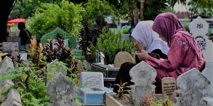 Manfaat Ziarah Kubur Dalam Islam Menurut Syaikh Nawawi Al Bantani Pecihitam Org