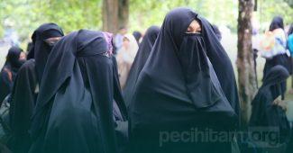 Hukum Memakai Cadar Menurut Ulama Salafi Wahabi
