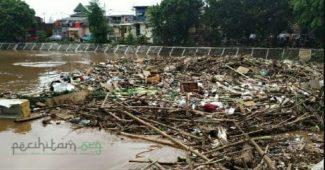 Sampah dan Banjir, serta Keimanan yang Loyo