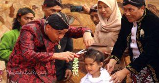 tradisi potong rambut gimbal