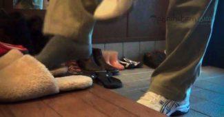 shalat memakai sandal