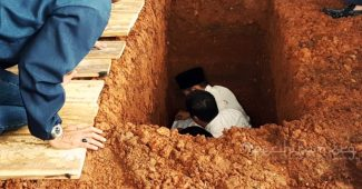 hukum orang junub menguburkan jenazah