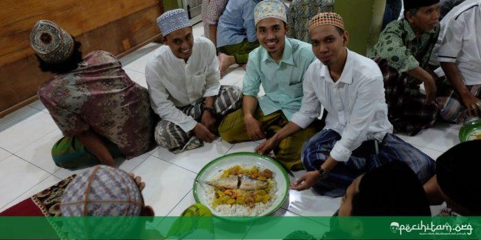 Tradisi Mayoran di Pondok Pesantren adalah Warisan Budaya Rasulullah saw